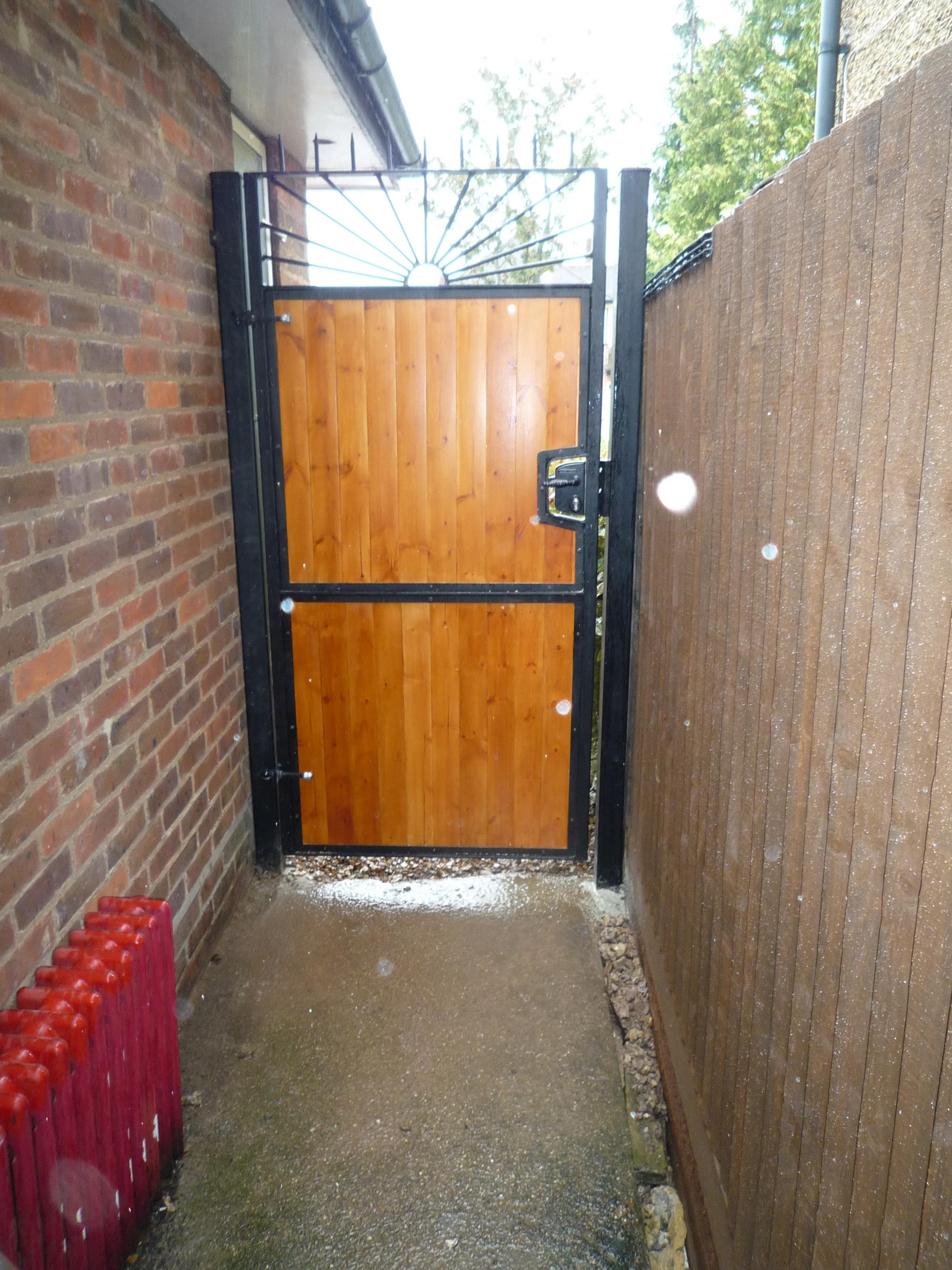 wood_infill_steel_framed_gate