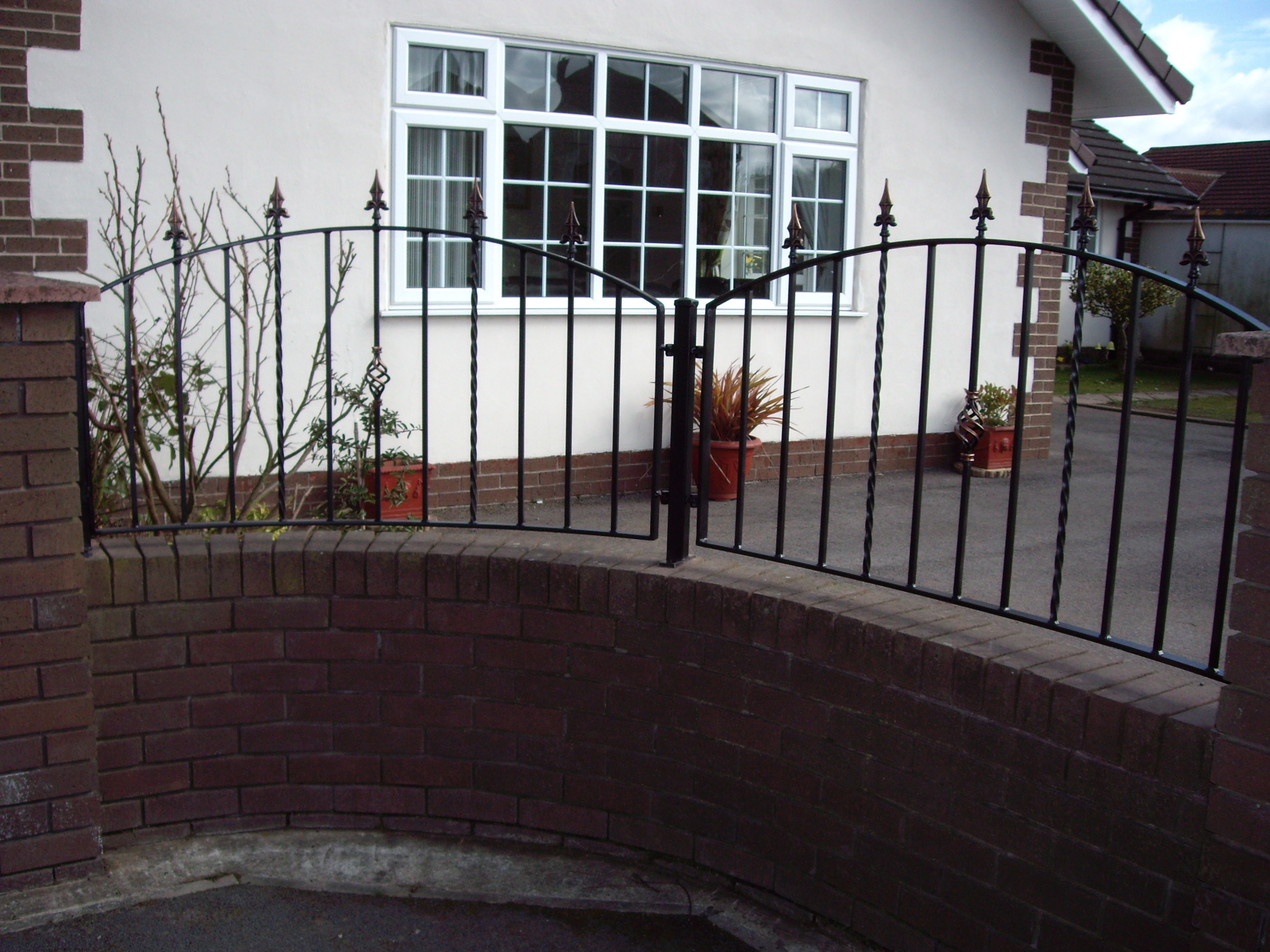 curved-wrought-iron-railings