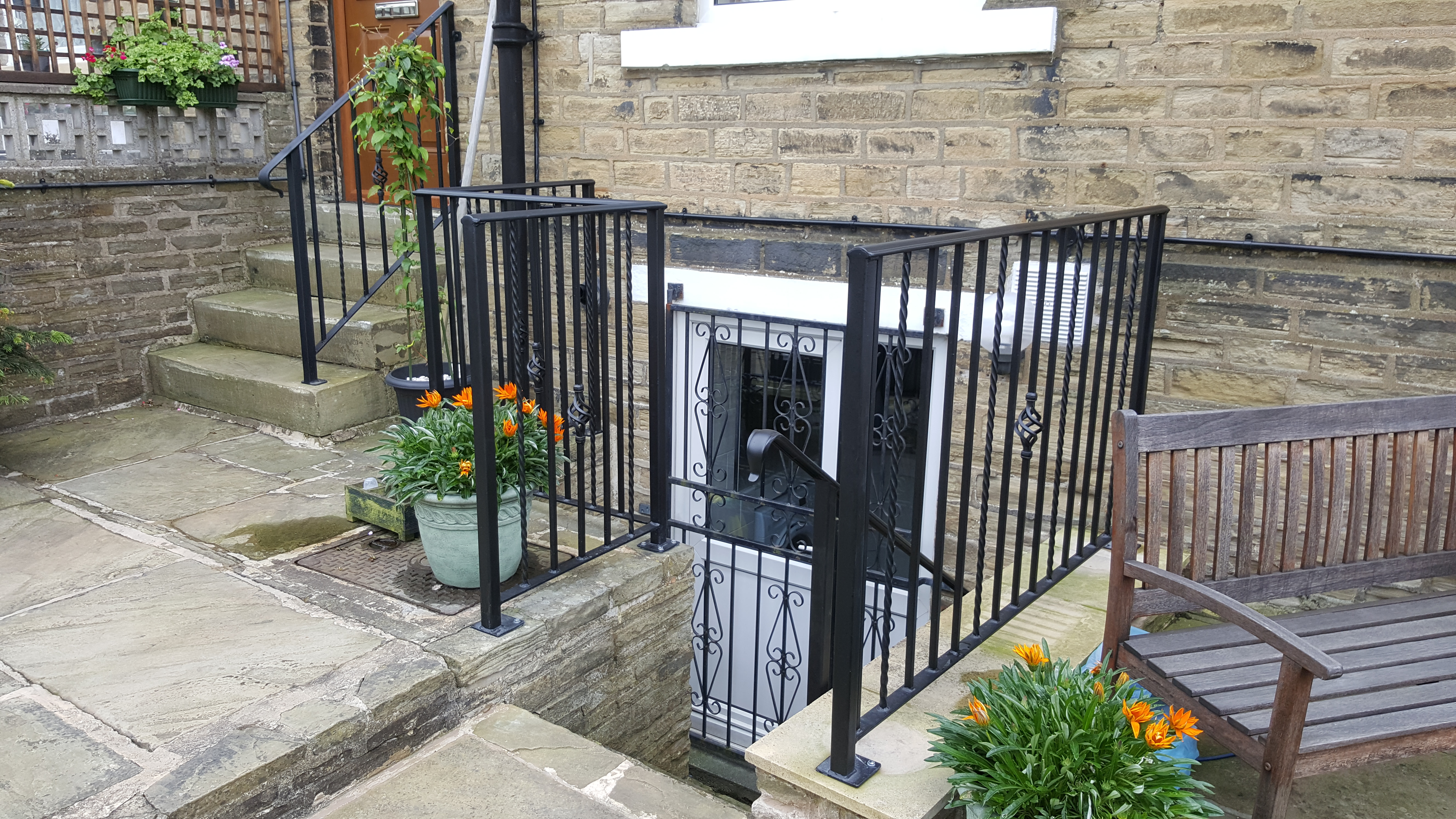 Spen-metal-railings-and-handrails