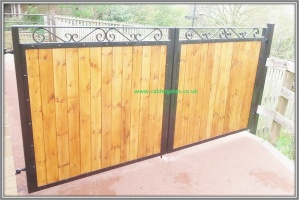 Sherwood Metal Driveway Gate With Knotwood Aluminium Infill