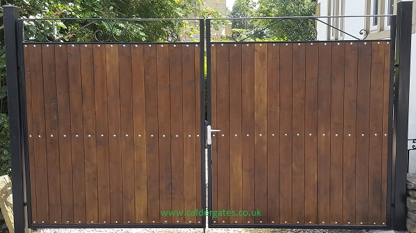 Sherwood Steel Frame Metal Estate Gate With Wood Infill